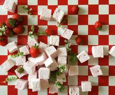 Pimpez vos guimauves ! Guimauves fraise Mara des bois et basilic grec.