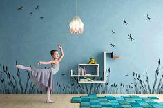 Formas creativas y diseños sorprendentes son instrumentos perfectos para que los niños aprendan a apreciar la belleza del mundo que les rodea, por eso los nuevos muebles juveniles Lago van más allá de la simple funcionalidad. Esta firma siempre es original y cuenta con diseños modernos, pero en su nueva colección nos muestran un conjunto …
