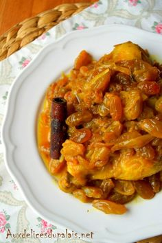 A tasty chicken tajine with raisins and caramelized onions. – Welcome to Ramadan 2019 Batch Cooking, Cooking Recipes, Quick Healthy Breakfast, Oriental Food, Ramadan Recipes, Dinner With Friends, Caramelized Onions, Asian Recipes, Food Porn