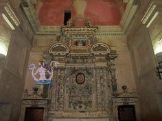 La chiesa di Santa Maria delle Grazie a Castrì di Lecce (provincia di Lecce) fu costruita nella metà del XVII secolo. L'interno, a pianta rettangolare ed aula unica con cappelle incorporate, conserva un pregevole altare maggiore del 1652, opera di Donato Chiarello da Copertino. Sull'altare è conservata l'immagine bizantina di una Madonna che allatta il Bambino.