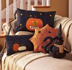 Decorate for the fall with a Primitive Country Halloween Pillow. It's family-friendly Halloween decor that works all through the season. Each pillow is embroide (Halloween Manualidades) Halloween Quilts, Retro Halloween, Halloween Stoff, Moldes Halloween, Country Halloween, Casa Halloween, Theme Halloween, Adornos Halloween, Halloween Sewing