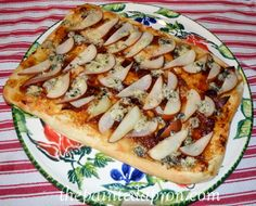 figgy bleu pizza with pears and bacon thepaintedapron.com