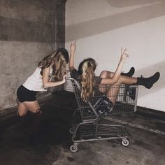 This is me and my bff Best Friend Pictures, Bff Pictures, Friend Photos, Bff Goals, Best Friend Goals, Fotografia Grunge, Inspirer Les Gens, Tumblr Bff, Grunge Photography