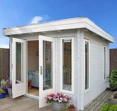 Log Cabin - Bespoke design possible Backyard Office, Backyard Studio, Garden Office, Outdoor Office, Log Wall, Door Fittings, Window Handles, Contemporary Building, She Sheds