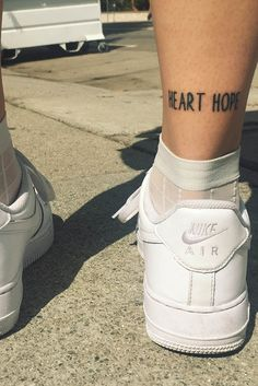 Not going to lie, quite in love with London band Oh Wonder singer Josephine Gucht's new tattoo!