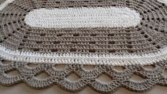 Tapete oval simples Diy Crochet, Crochet Hats, Crochet Towel Holders, Crochet Carpet, Crochet Table Runner, Crochet Videos, Crochet Flowers, Doilies, Handicraft