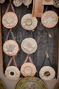 Paper Medallions : Vintage Style Shabby Chic DIY Paper Craft. Great for home, holiday or party decoration.