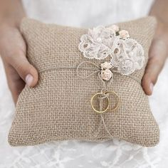 Ring bearer pillow made of brown, jute, fabric with lace flowers and light pink roses and twine, size centimeters. Chic Wedding, Rustic Wedding, Dream Wedding, Wedding Rings, Wedding Ring Bearers, Rustic Ring Bearers, Wedding Bride, Wedding Cards, Lace Wedding
