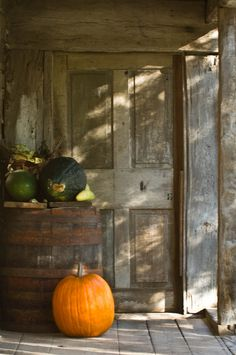 Fall decor Autumn Harvest Season Loved By Danu Organic Autumn Day, Autumn Leaves, Soft Autumn, Muebles Shabby Chic, Primitive Fall, Primitive Country, Country Farmhouse, Happy Fall Y'all, Windows