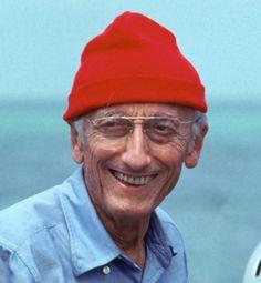 Le premier bonnet rouge et surtout l'homme le plus aimé et respecté de la planète humaniste, cinéaste,, océanographe, scientifique et écologiste de la première heure