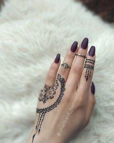 Great inspi base for a design Modern Henna Designs, Henna Designs Easy, Mehndi Designs For Fingers, Latest Mehndi Designs, Mehndi Designs For Hands, Hand Designs, Henna Tattoos, Henna Tattoo Designs Simple, Henna Tattoo Hand
