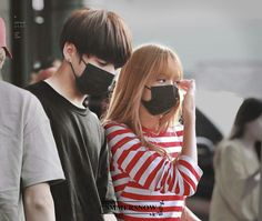 💕💜 - (Let shippers ship them in their area! All we know Lisa and Jungkook won't date in real life Edit from… Jennie Lisa, Blackpink Lisa, Korean Couple, Best Couple, Jungkook Fanart, Bts Jungkook, Jungkook And Lisa, Kpop Couples, Cute Couples