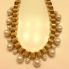 Kate spade pearl necklace Excellent quality and weight. Worn only a few times. Looks amazing layered with other necklaces as well!! kate spade Jewelry Necklaces