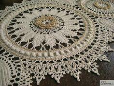 HAZEL* Doilies With a Twist Crochet Dollies, Crochet Doily Patterns, Crochet Borders, Crochet Art, Crochet Home, Thread Crochet, Filet Crochet, Irish Crochet, Crochet Motif