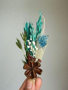 Boutonnière. #wedding #aqua #groom #flowers