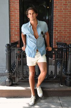 While I'm still uncomfortable showing this much leg (despite my running regiment), this lad's doing it proper  #style #fashion #mens