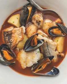 Bouillabaisse is France's classic Mediterranean fisherman's stew. Fresh local fish and shellfish in a sublime sauce of orange peel, saffron, and fennel. It's the perfect way to enjoy seafood. Healthy Soup, Healthy Eating, Gourmet Recipes, Healthy Recipes, Fish And Meat, Tasty Dishes, Pot Roast, Lettuce, Kitchens