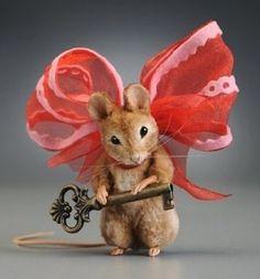 R John Wright Mouse Key to My Heart