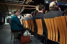 SGP-mannen en -vrouwen houden partijdag in Hoevelaken (fotoserie) -  Honderden SGP'ers (mannen én vrouwen) trokken zaterdag naar Hoevelaken, voor de partijdag. De partij nam een besluit over een voorstel van het hoofdbestuur het algemeen reglement van de partij over de positie van de vrouw aan te vullen. Foto ANP