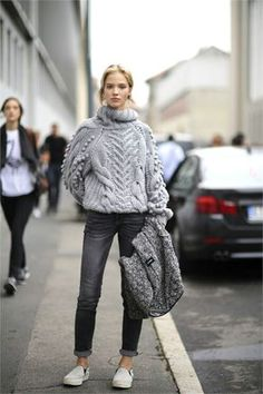 Nice cosy Streeststyle look. Heavy knitted grey wool jumper.