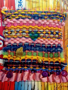 Simple weaving made from a cereal box using wool, kitchen scourers, pipe cleaners, fabric, ribbons, buttons and beads. A nice idea for my infant school art club. 2012