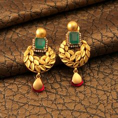 "Photo from Manubhai Jewellers ""Portfolio"" album Gold Jhumka Earrings, Gold Earrings Designs, Gold Jewellery Design, Stud Earrings, Earings Gold, Designer Jewellery, Gold Rings Jewelry, Jewelry Sets, Pearl Jewelry"