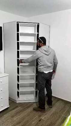 Reduce Fuss And Stay Organized With Diy Shoe Rack - Daily Do It Yourself Space Saving Furniture, Home Decor Furniture, Furniture Design, Folding Furniture, Unique Furniture, Woodworking Projects That Sell, Woodworking Plans, Woodworking Magazine, Woodworking Furniture