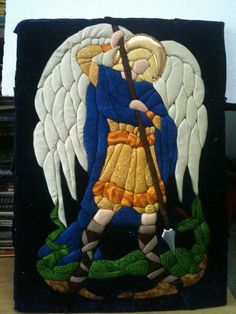 patchwork sin aguja, inspirado desde un vitral  - arcangel miguel Quilting Projects, Fabric Crafts, Applique, Religion, Patches, Cross Stitch, Quilts, Dolls, Christmas Ornaments