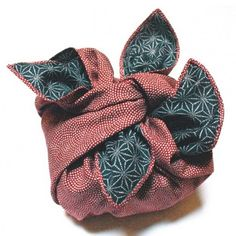 Furoshiki Wafu / Furoshiki is square cloth which is used for wrapping.Japanese enjoyed arranging wrapping :)