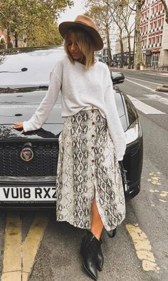 - Women's style: Patterns of sustainability Fall Fashion Outfits, Look Fashion, Spring Outfits, Trendy Outfits, Trendy Fashion, Autumn Fashion, Printed Skirt Outfit, Skirt Outfits, Printed Skirts