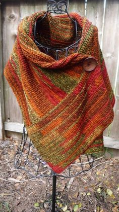 I love ponchos, fall colors, extra chunky wooden button. Masterfully crocheted poncho with large button closure accent - verigated yarn Poncho Au Crochet, Knitted Shawls, Knit Or Crochet, Crochet Scarves, Crochet Crafts, Crochet Clothes, Crochet Jacket, Crochet Cowel, Autumn Crochet