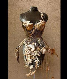 Стальной русалочий корсет от Fiori Couture.
