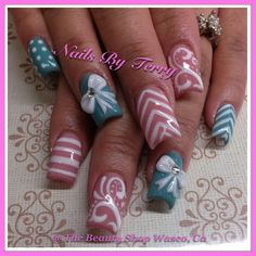 Mix gel w/ 3D white acrylic bow, by Terry