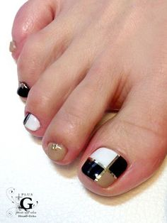23 Fashionable Pedicure Designs to Beautify Your Toenails: Fantasitc Toenail Art Pedicure Designs, Pedicure Nail Art, Toe Nail Designs, Toe Nail Art, Hair And Nails, My Nails, Summer Toe Nails, Broken Nails, American Nails