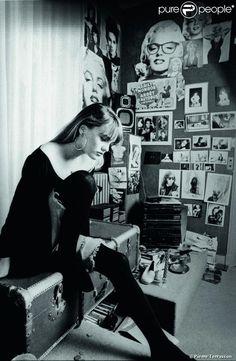 Vanessa Paradis in her bedroom,1989