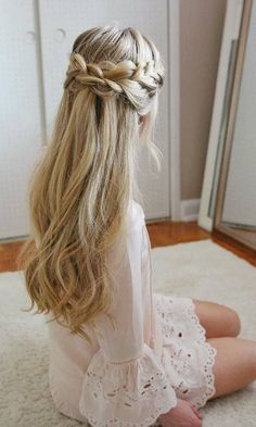 Long Wedding & Prom Hairstyles via Missysueblog / Credits: missysue.com