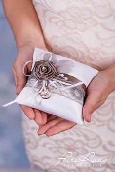Ringkissen - Ringkissen Schleife Spitze Hochzeit PRE 15 - ein Designerstück von Perle-Wismer bei DaWanda