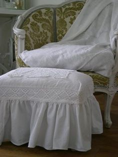 DIY Idea For Ottoman Cover Bedroom Whitewashed Chippy Shabby chic French country rustic Swedish decor idea
