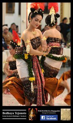 Danza jawai | WILWATIKTA (Majapahit) | Página 2 Traditional Fashion, Traditional Dresses, Traditional Art, Alvin Ailey, Modern Dance, Paige Hyland, Maddie Ziegler, Dance Aesthetic, Photography Winter