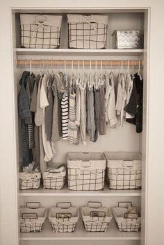 Sweet baby girls nursery closet design with Ikea curtains – Kids Room Ideas - Babyzimmer Baby Room Boy, Baby Room Closet, Baby Bedroom, Baby Room Decor, Baby Girls, Baby Twins, Baby Closets, Twin Baby Rooms, Girl Closet
