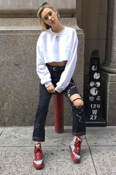 "( ☞ 2017 ★ BEAUTIFUL CELEBRITY ★ SARA SNYDER IN BLACK JEANS WITH HOLES. ) ★ Sarah Irene Snyder - Sunday, July 30, 1995 - 5' 5"" 108 lbs 31-22-32 - USA."
