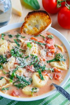 Creamy Parmesan Tomato and Spinach Tortellini Soup Tomato Tortellini Soup, Spinach Soup, Veggie Soup, Healthy Soup, Beef Barley Soup, Soups And Stews, Parmesan, Group, Soup Recipes