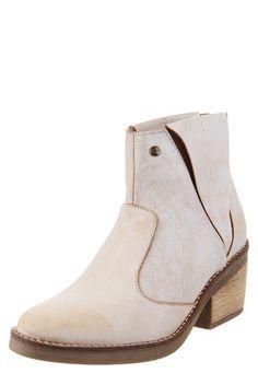 Botas 2018 / 2019 - Femeninas con plataforma   Dafiti Argentina Beige, Chelsea Boots, Pink, Ankle, Shoes, Fashion, Black Leather Boots, Shoe, Natural Leather