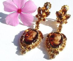 Verified JULIANA ( D&E ) Topaz Cameo Earrings - Delizza & Elster Glass & Rhinestone Silhouette Dangle Vintage Clip-On Earrings - Autumn / Fall Colors Artisan Jewelry, Antique Jewelry, Vintage Jewelry, Clip On Earrings, Pearl Earrings, Drop Earrings, Coral Turquoise, Crown Jewels, Autumn Inspiration
