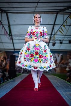 Folk Costume, Costumes, Vintage Jewelry Crafts, Hungarian Embroidery, Folk Dance, Blogger Tips, Historical Clothing, Traditional Outfits, Blog Designs