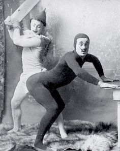 Turns out we've always been strange. For decades before you were born, people loved spooky skeletons, spanking, and dressing up their dogs like people. aesthetics dark pink 29 Strange Images of Vintage WTF That Prove People Have Been Weird Forever Vintage Bizarre, Creepy Vintage, Vintage Circus, Memes Lol, Funny Memes, Funny Tinder, Funny Fails, Photographie Portrait Inspiration, Cursed Images