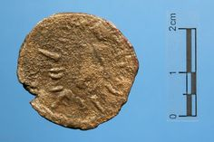 TRONO, JEROGLIFICO DE ISIS Villaricos /// Tijola 200[ac]=1[ac] Reverso 1935/4/Vill/M-T145 Unidad Emisor Tagilit Bronce Peso = 8,90 gr Anverso: Cabeza femenina, probablemente Tanit, a derecha, delante leyenda neopúnica tglt. Reverso: Trono, símbolo del nombre jeroglífico de Isis, alrededor larga leyenda neopúnica ilegible. Ceca Tagilit Perteneció a la Colección de Luis Siret.