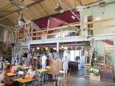 La Recyclerie 83 boulevard Ornano 75018 Paris La façade ne paye pas de mine... mais l'intérieur est un oasis de calme et de convivialité