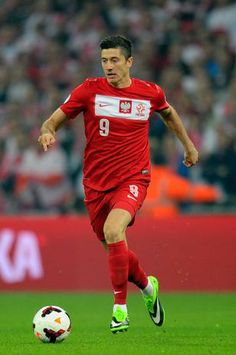 Robert Lewandowski Photos - Robert Lewandowski of Poland in action during the FIFA 2014 World Cup Qualifying Group H match between England and Poland at Wembley Stadium on October 2013 in London, England. - England v Poland Robert Lewandowski, Gareth Bale, Fifa 2014 World Cup, Uefa Euro 2016, Sports Celebrities, Euro 2012, Wembley Stadium, Best Player, Lugares
