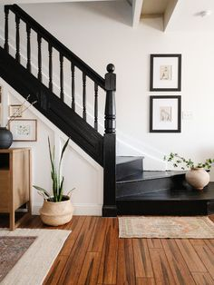 Black Stair Railing, Black Staircase, Staircase Railings, Staircase Design, Bannister, Staircase Diy, Diy Stair, Entryway Stairs, House Stairs